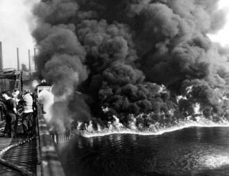 wats20_epacuyahoga_river_fire_1952_jefferson_st_and_w_3rd_cuyahogafire1_600x430_copy